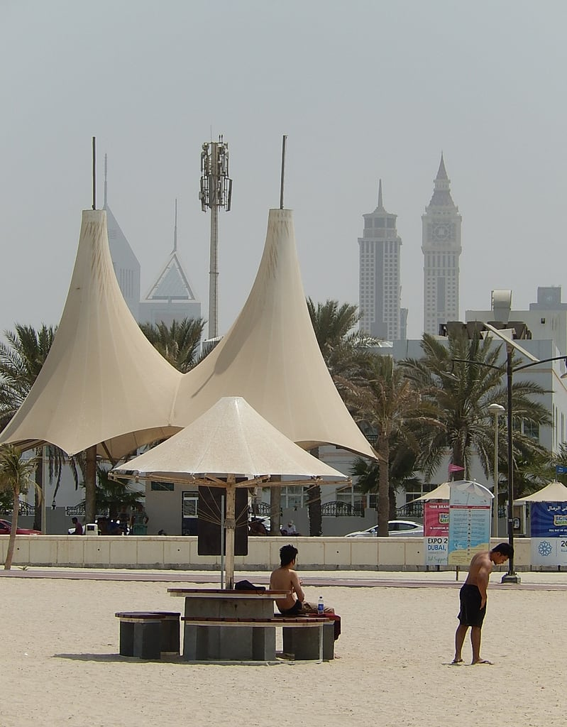 תמונה של Jumeirah Open Beach. beach vertical dubai shelter emiratestowers jumeirah
