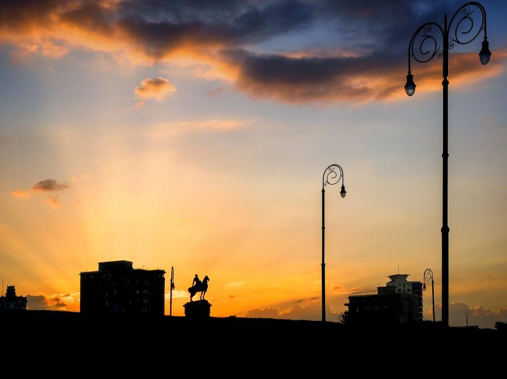 Изображение Monument to Máximo Gómez. sunset urban night cloudy cuba departure