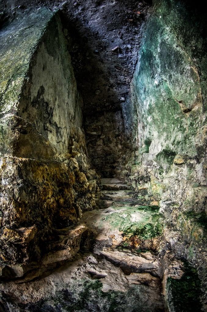 Bilde av Maya ruins. rock stone stairs mexico hall rocks maya pentax ruin corridor playadelcarmen hallway fisheye mayan da giants 1017 k5 quintanaroo smcpdafisheye1017mmf3545edif