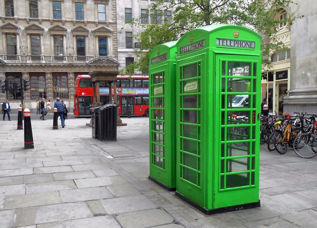 Зображення The Samaritans. street city green london royalexchange telephonebox phonebox cityoflondon samaritans cornhill