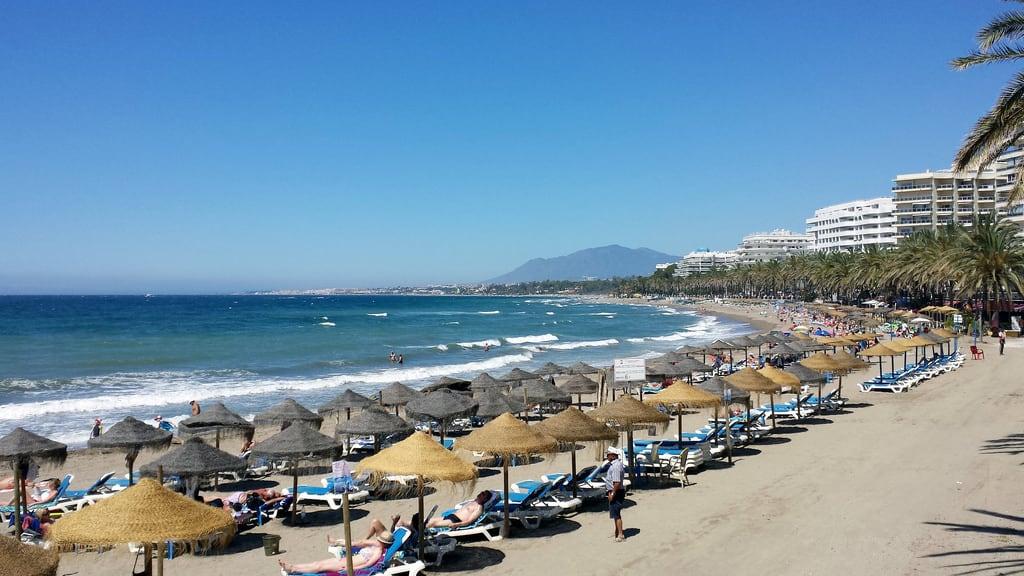 Imagine de Playa de la Fontanilla lângă Marbella. beach day clear costadelsol marbella