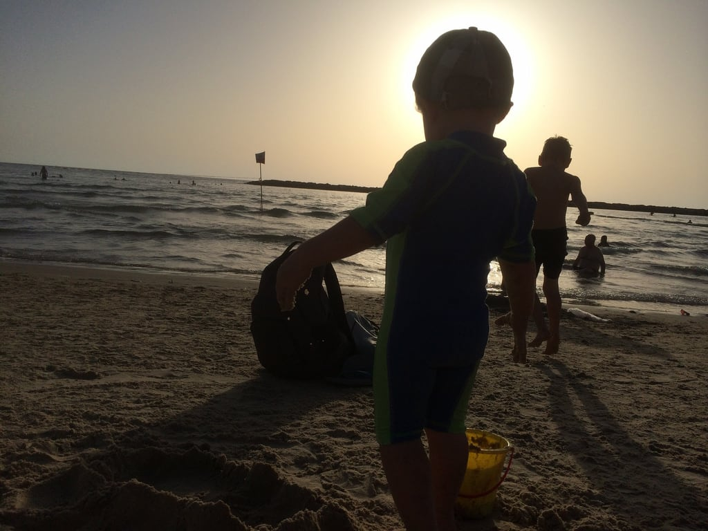 Geula Beach (חוף גאולה) Geula Beach közelében Tel Aviv képe. beach neri