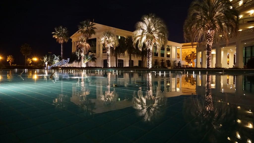 Attēls no Platja del Cabanyal - Les Arenes pie Valencia. city summer beach water valencia pool architecture night hotel spain nacht outdoor historic architektur tempoworld