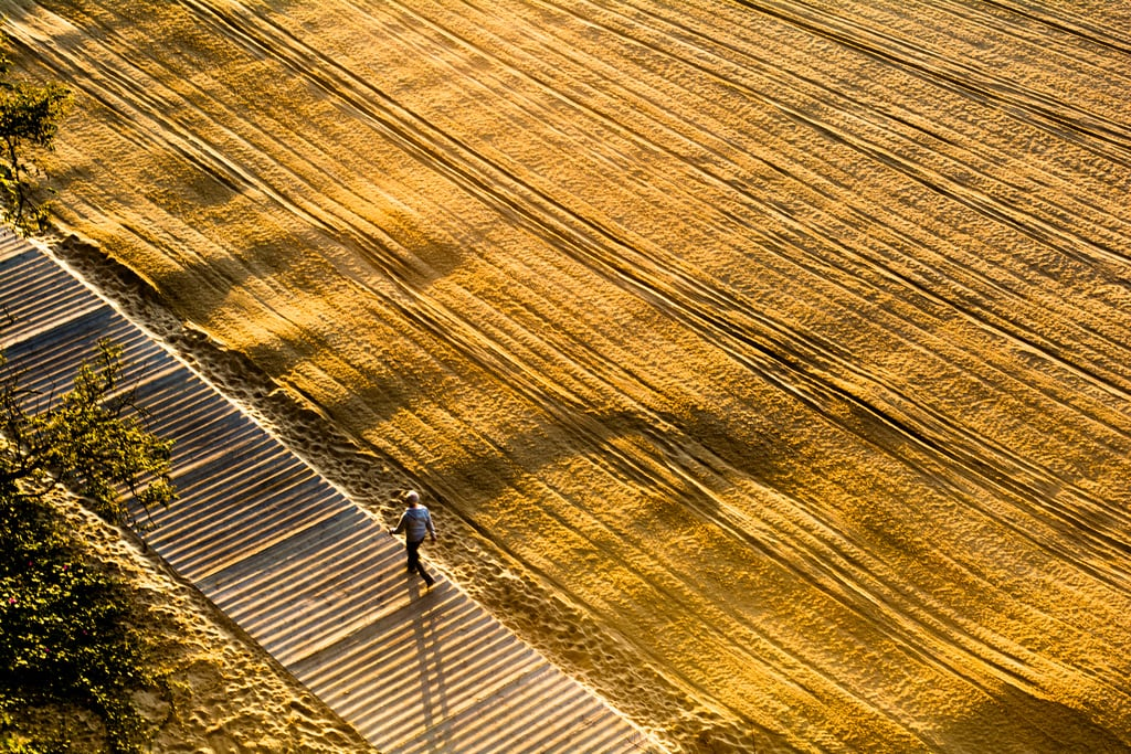 Playa de los Peligros görüntü. beach 50mm septiembre amanecer pasarela magdalena santander cantabria dorado paseos carril horadada