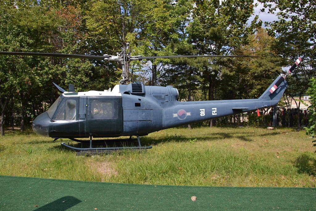 Зображення Bell UH-1B Iroquois.