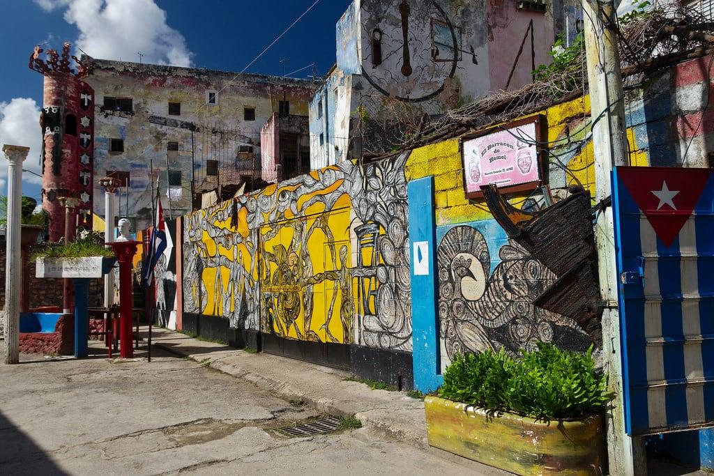 Hình ảnh của Callejón de Hámel. lahabana cuba callejóndehamel havana salvadorgonzález ro016b urban ccby40