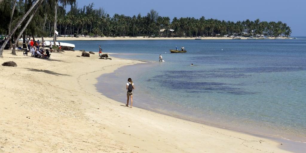 Image de Playa Casa Blanca Plage d'une longueur de 693 mètres. 2016 samaná quisqueya beach hispaniola bay playa caribbean republicadominicana caribe atlantic landscape daylight people