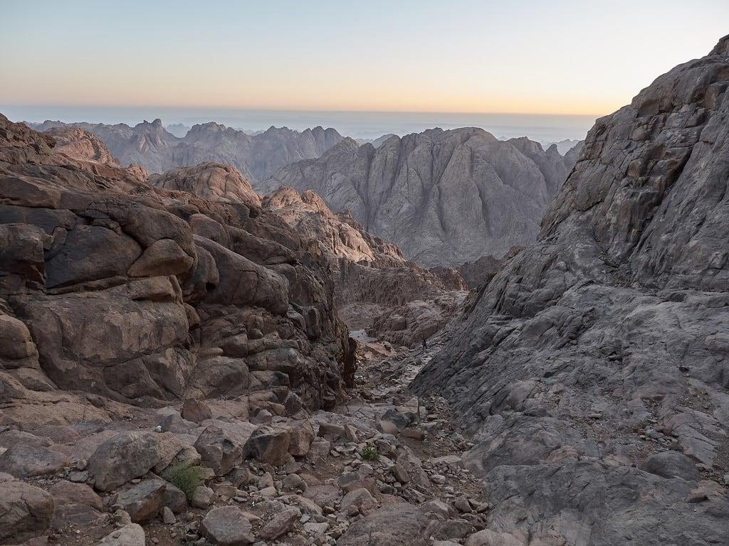 Mount Sinai の画像. sky amanecer mountain woman mujer sinaí panasonic lumix gh3 edgardoolivera microfourthirds egipto egypt mediooriente orientepróximo middleeast