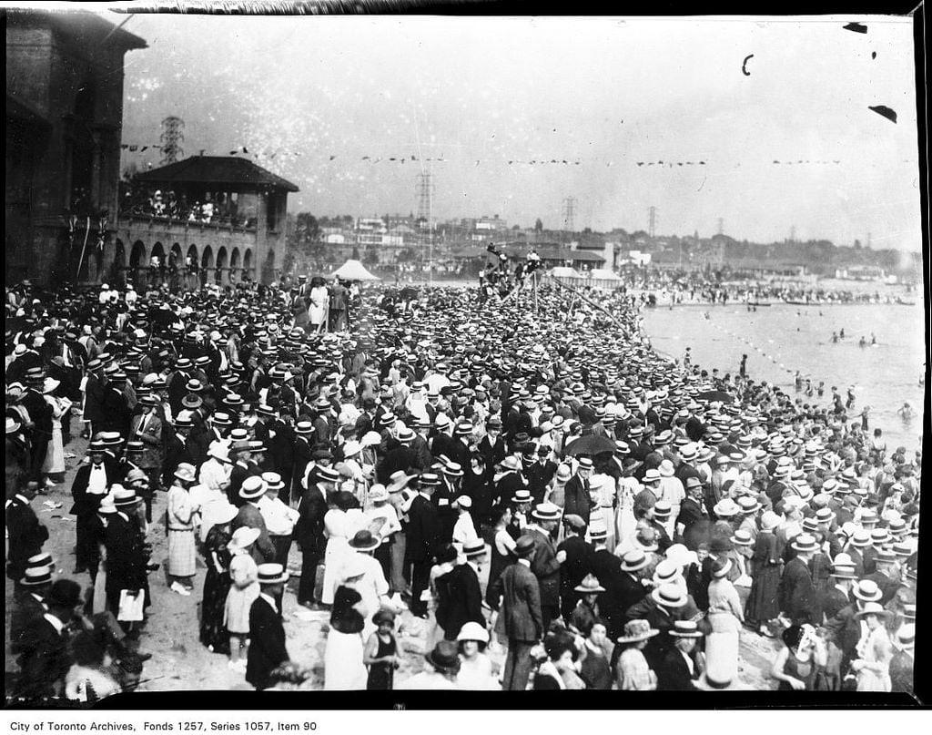 Afbeelding van Sunnyside Park Strand met een lengte van 318 meter. toronto ontario canada torontoarchives