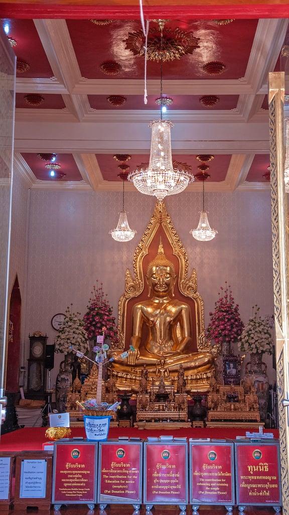 תמונה של Wat Traimit. travel statue photoshop thailand temple gold nikon worship asia bangkok buddha nikkor goldenbuddha wattraimit d300s 18105mmf3556 nikon18105mmf3556