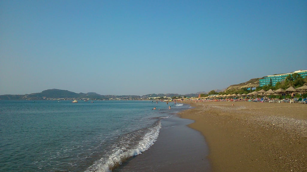 תמונה של Faliraki Beach (Παραλία Φαληρακίου) Faliraki beach. sea море прибой surf пляж beach отпуск vacation holidays παραλία θάλασσα πέλαγοσ greece rhodes греция родос ρόδοσ ελλάδα καλλιθέα φαληράκι