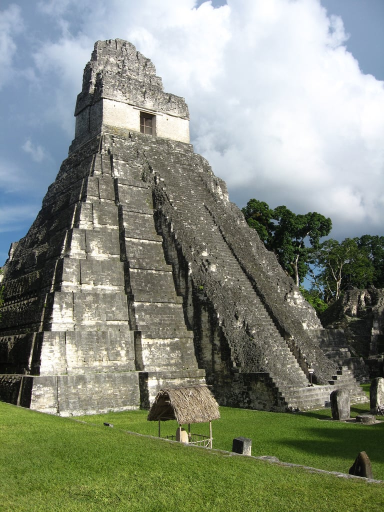 ภาพของ Temple I ใกล้ Tikal. guatemala worldheritagesite tikal