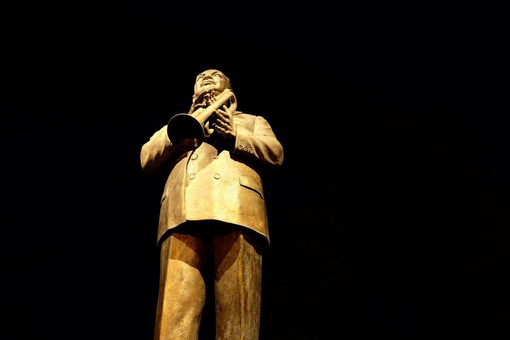Bilde av W. C. Handy. sclupture statue night trumpet handy wchandy father blues musician memphis bealest tennessee tn bronze tommasi