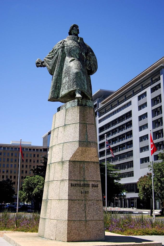 Bartolomeu Dias 의 이미지. statue geotagged capetown foreshore heerengracht 1487 capetowncbd bartolomeudias cityofcapetown bartholomewdiaz geo:lat=3391734 geo:lon=18428166 statueofdias statueofdiaz