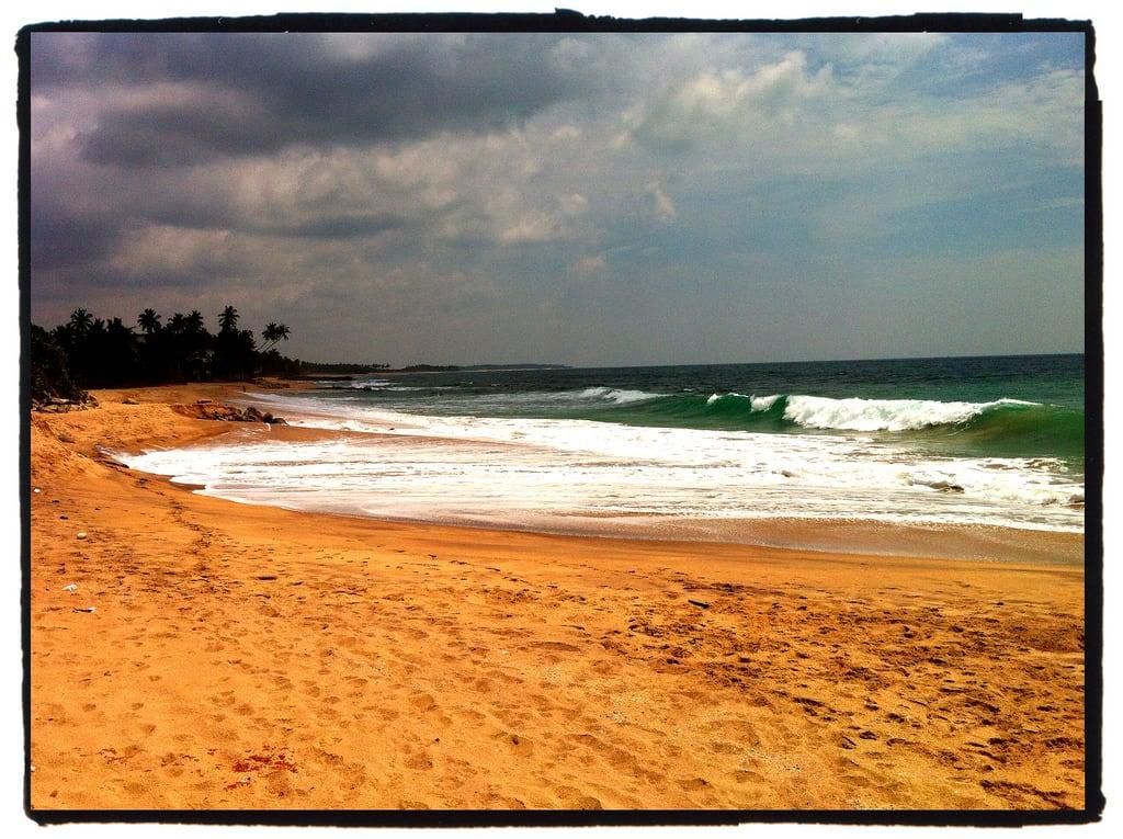 Imagine de Medaketiya Beach.