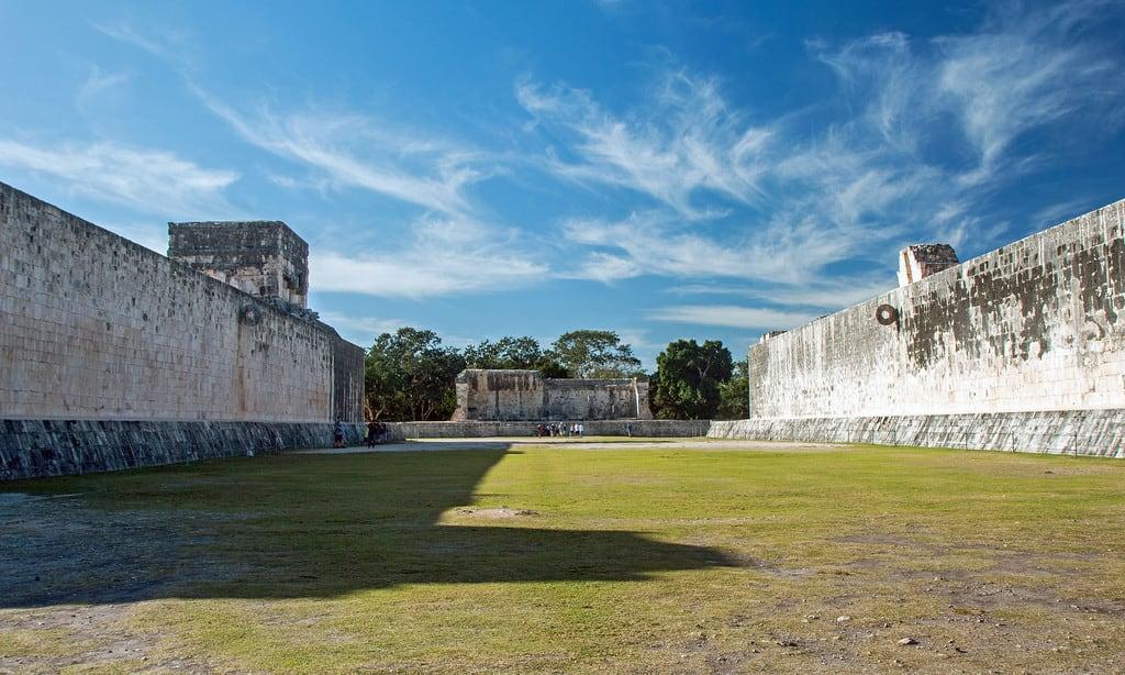 תמונה של Chichen Itzá ליד San Felipe Nuevo. 2017 mexico yucatan january winter mayan chichenitza ruins ballcourt mexique estadosunidosmexicanos juegodepelota mexiko 墨西哥