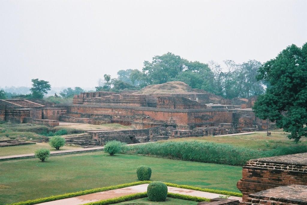 Hình ảnh của Nalanda University ruins gần Silao. travel india geotagged buddhism bihar インド nalanda 仏教 佛教 wikimediacommons geo:lat=25135372444647178 geo:lon=8544293224811554
