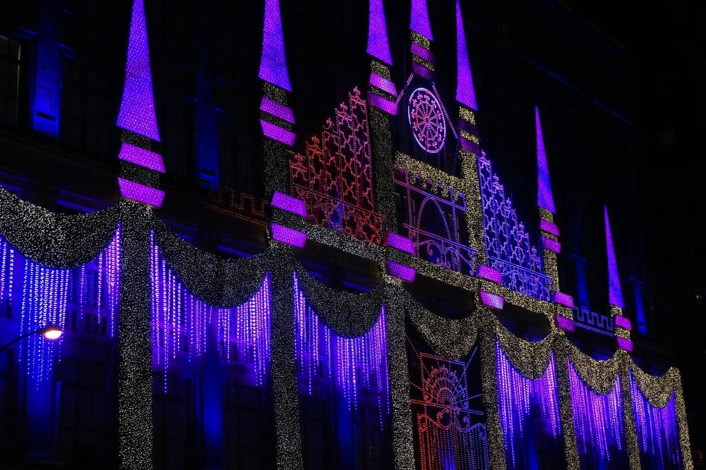 Attēls no Saks Fifth Avenue. newyear christmas winter manhattan newyork city unitedstatesofamerica usa night lights neon saksfifthavenue