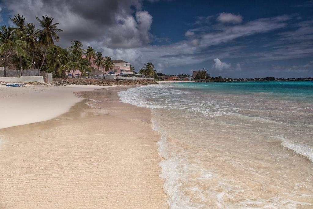 Bild av Welches Beach Stranden med en längd på 191 meter. brianfagan americas barbados blue canon carribean eos island landscape sea sky uk water oistins christchurch