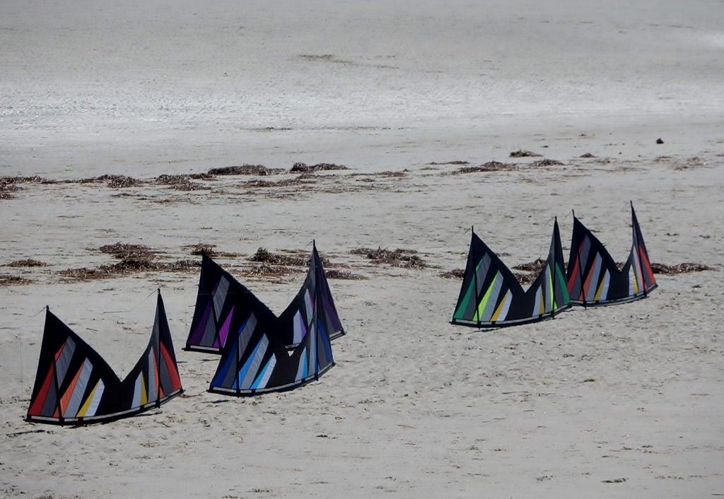 Obraz Piaszczysta plaża. semaphore beach kites same formation patterns