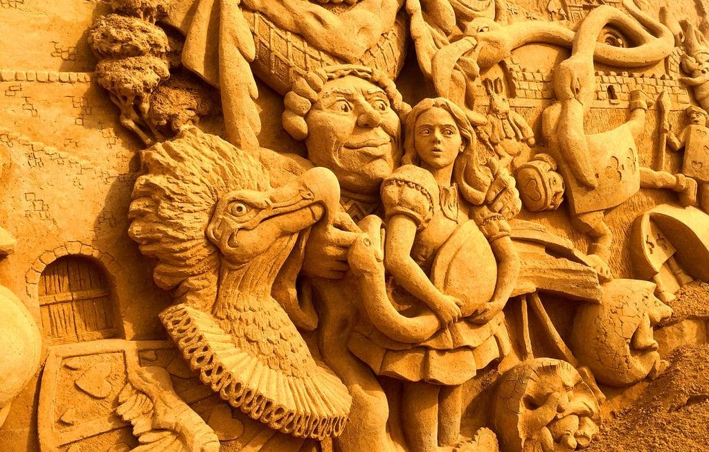 Obraz 'Lovers Lane' Plaża o długości 2237 m. australia adelaide noarlungha contrast colour beach iphone composition sand sculpture travel holiday photos ruleofthirds alice wonderland lewis carol