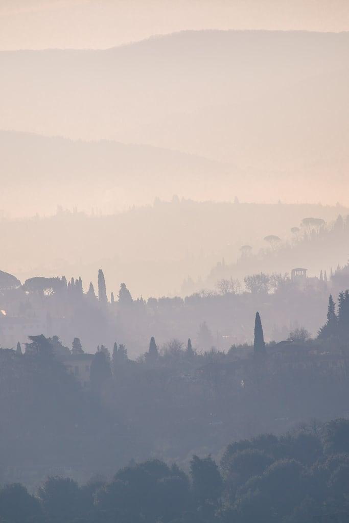 Bild av Santa Maria del Fiore. dawn mistatdawn florencedawn tuscandawn tuscanmorning tuscanymorning dawninflorence florence hillsoftuscany hillsinmist tuscanvista tuscany tuscanysunrise 5dmarkii