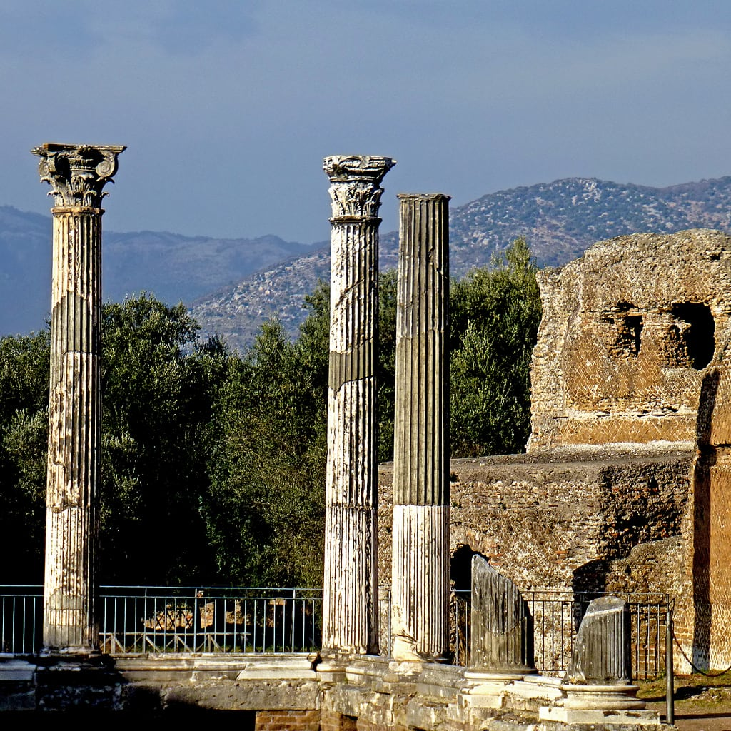 Hadrian's Villa の画像. tibur panasonicdmctz30 february 2017 rome roma tivoli lazio italia italy europeanunion villaadriana ancientrome 2ndcenturyad 2ndcentury hadriansvilla 100 200 300 400 5000