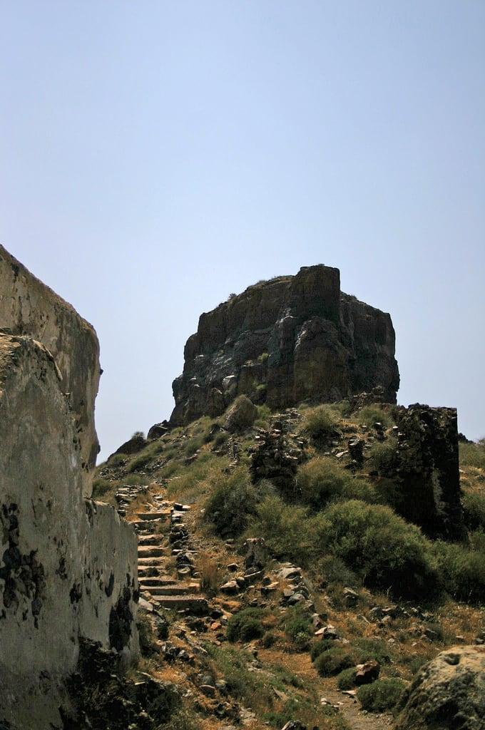 Изображение Skaros вблизи Firá. nature santorini greece skaros