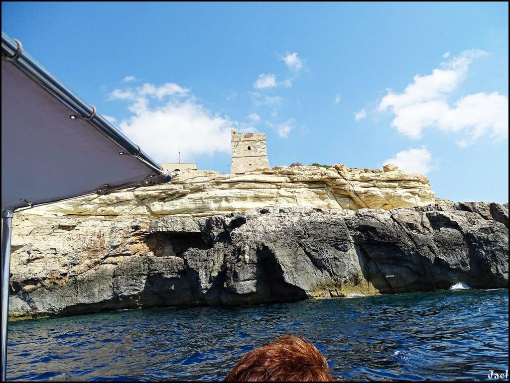 Immagine di Blue Grotto. bluegrotto malta europe europa marmediterraneo mediterraneo mediterraneansea grotto submarinismo acantilados cliffs