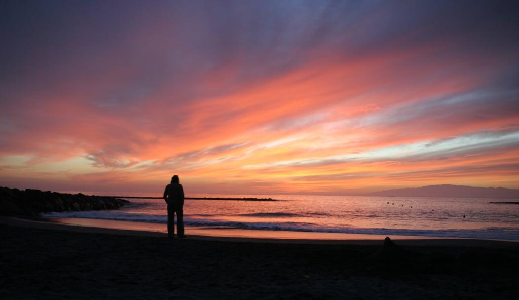 Image de Playa de Fañabe près de Playa de las Américas. tenerife sunset fanabebeach beach playadefanabe costaadeje spain sea waves sky lonely pink orange evening silhouette hisgett ubuntu canaryislands canary islands