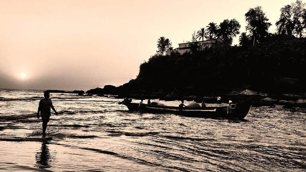 Изображение Baga Beach. sunset goa boats