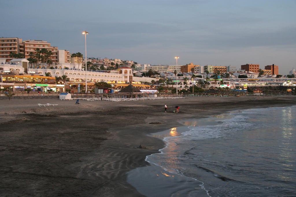 Image de Playa de Fañabe près de Playa de las Américas. tenerife fanabebeach night hisgett canaryislands canary islands spain