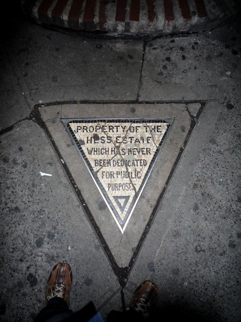 Bilde av Hess Triangle. sign mosaic westvillage privateproperty hessestate