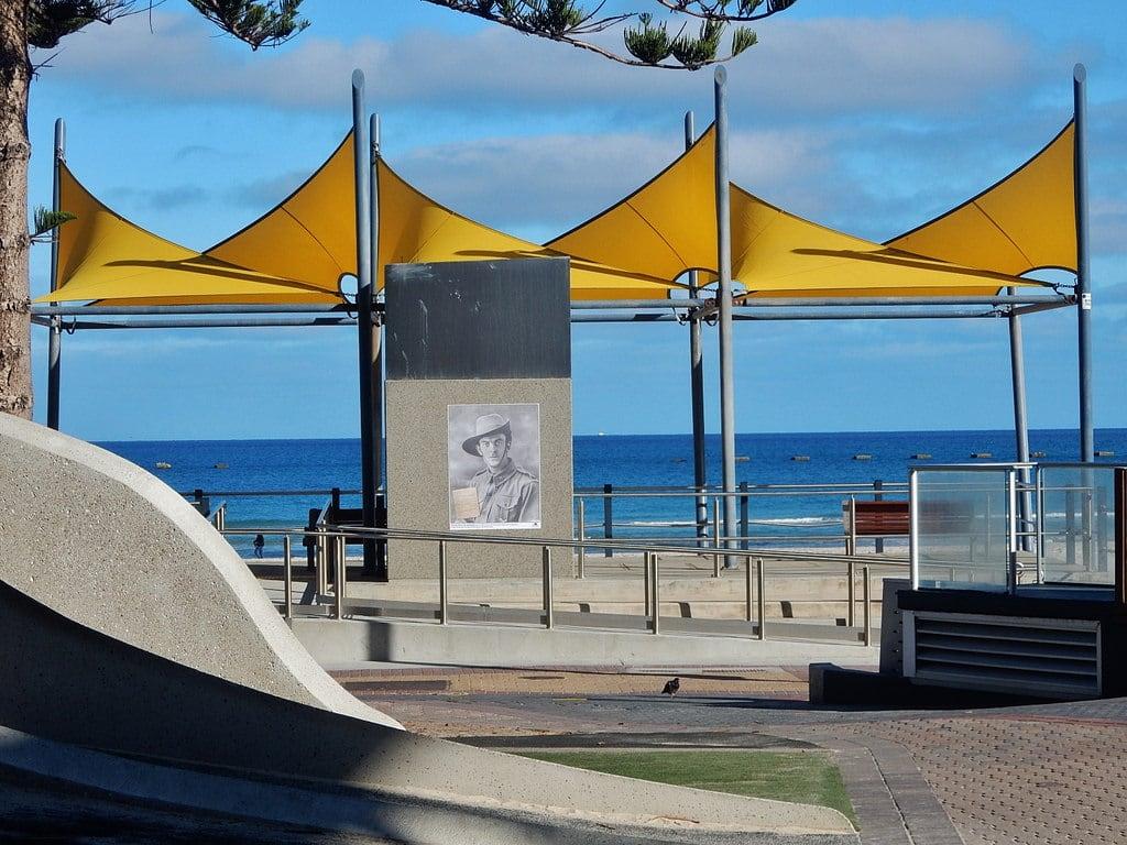 Obraz Somerton Beach Plaża o długości 7182 m. glenelg sails yellow sailcloth beach poster soldier