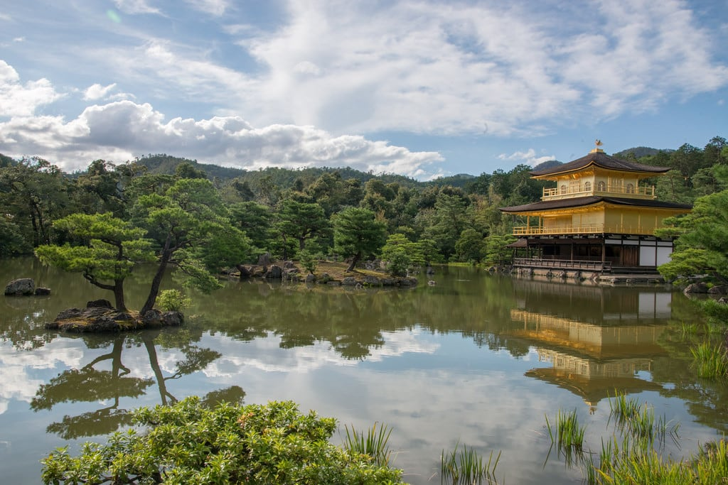 Kinkaku-ji (Golden Pavilion Temple) 的形象.