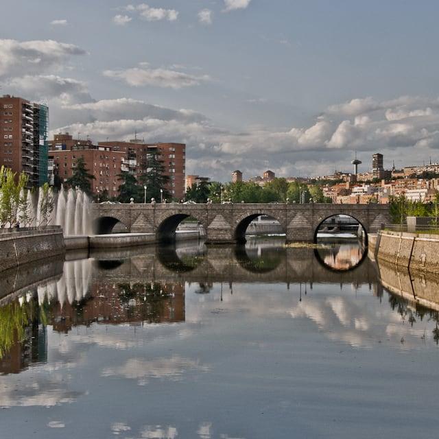 Bild av Puente de Segovia. madrid españa