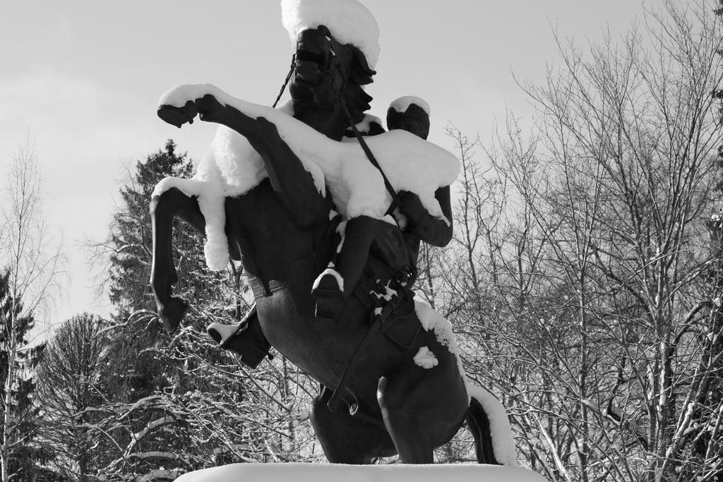 Image of Rakuunapatsas. winter white snow black ice statue canon suomi finland eos and lumi talvi mustavalko lunta lappeenranta patsas 450d