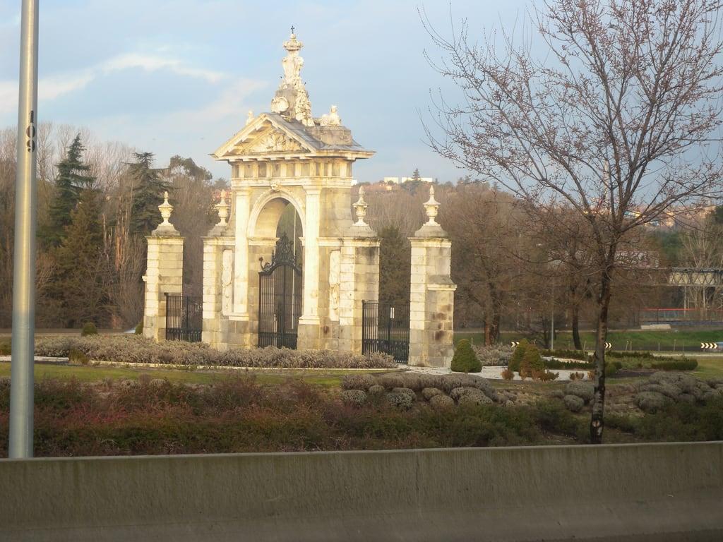 Image of Puerta de Hierro. madrid españa geotagged moncloa geo:lat=4045506608 geo:lon=374285812