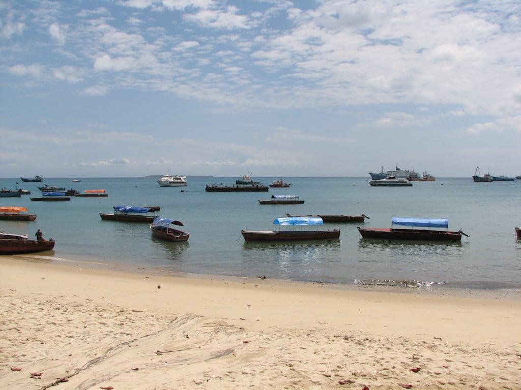 Bilde av Baharia Hindi Beach Stranden med en lengde på 519 meter. ocean geotagged tanzania zanzibar stonetown oceanulindian geo:lon=39187 geo:lat=6164