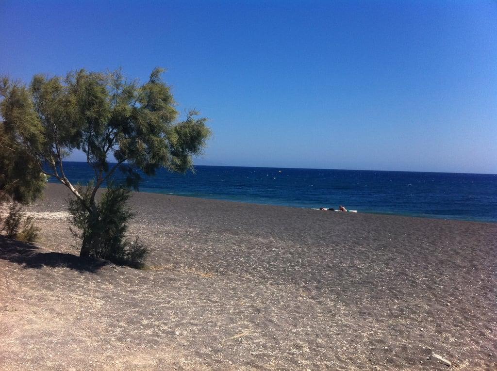 תמונה של Perissa beach.
