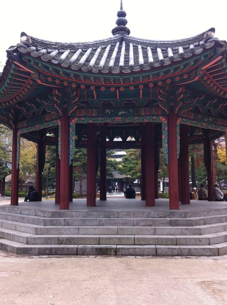 Εικόνα από Palgakjeong Pavilion. park korea seoul jongno 종로구 탑골공원 tapkol tapkolpark