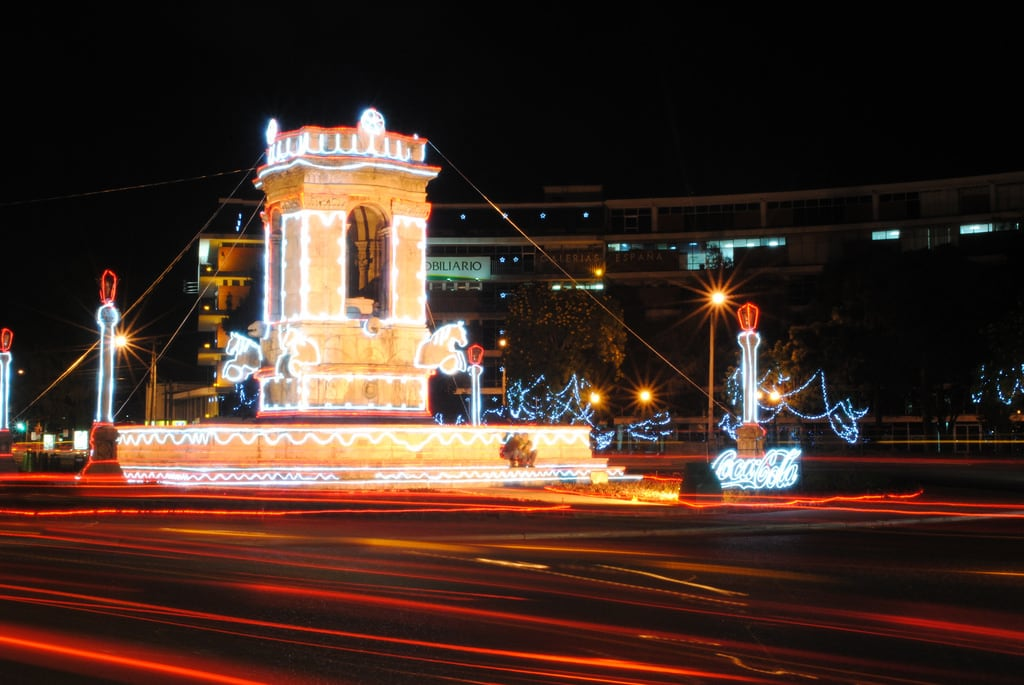 Kuva Plaza España. plaza city españa de navidad noche long exposure cola monumento guatemala 9 ciudad nocturna coca zona iluminacion larga nocturno exposición histórico plazuela iluminada ornato