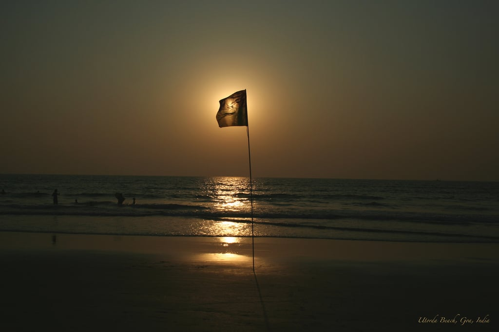 Billede af Marjoda Beach. sunset sea bea flag goa smiley lptransparent