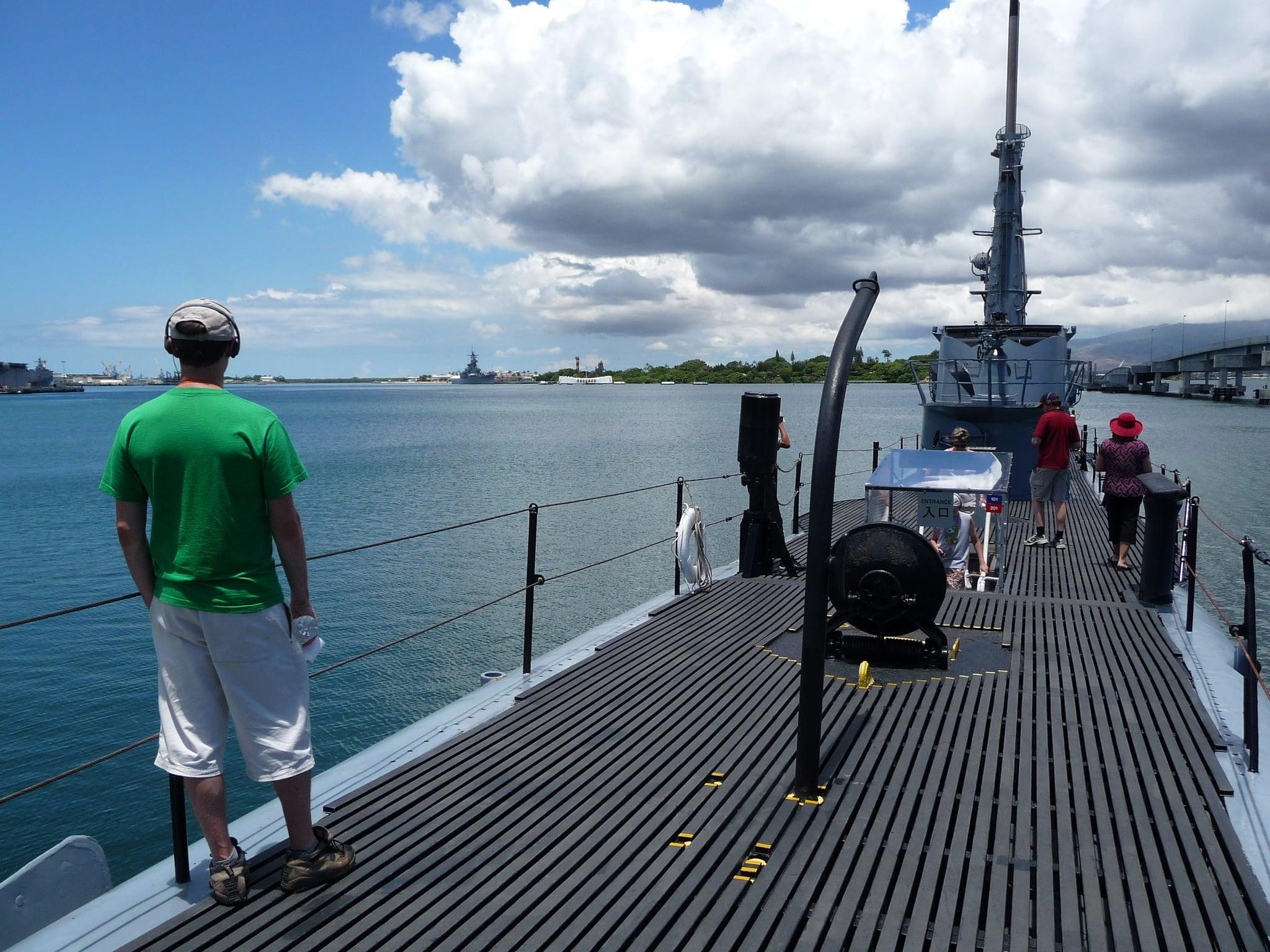 Bild av USS Bowfin nära 'Aiea.