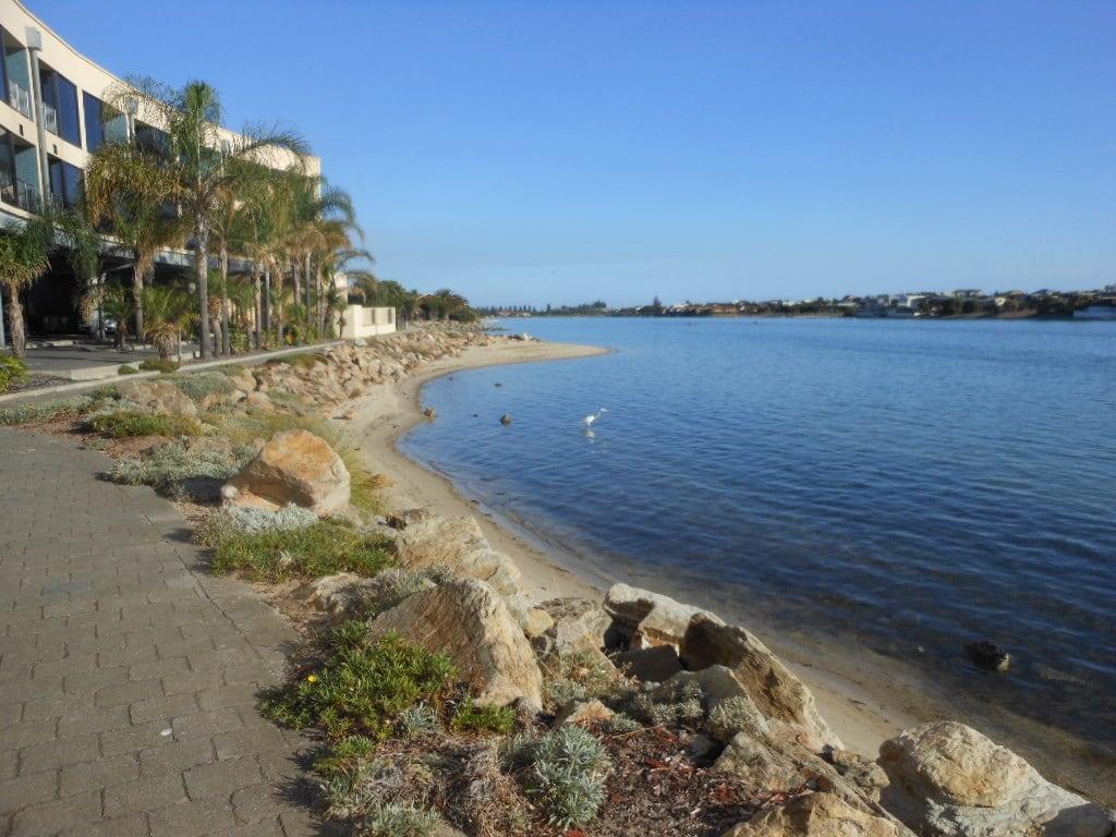 Obraz Plaża o długości 247 m. beach hotel rocks sunny westlakes