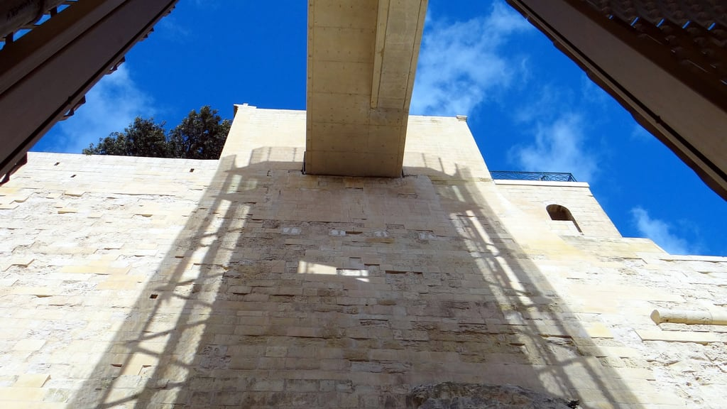 Immagine di Lift to Valletta. trip travel panorama island reisen meer mare lift sony malta insel maltese isola valletta 1080p barrakka barrakkagardens dschx100v barrakkalift